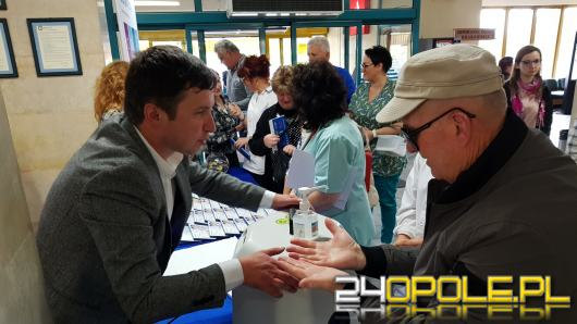 Dlaczego higiena rąk jest tak ważna? Przekonali się dziś o tym pacjenci i wizytujący z USK w Opolu