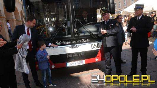 Kolejny autobus z nazwą miasta partnerskiego. W Opolu do tej pory jeździło takich 6