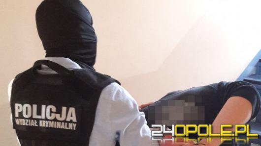 Kryminalni z Namysłowa zatrzymali dwóch mężczyzn podejrzanych o kradzieże z włamaniem