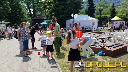 W centrum Opola trwa festyn z okazji 100-lecia Polskiego Czerwonego Krzyża