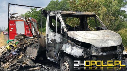 Auto z odpadami spłonęło przy torach na Niemodlińskiej