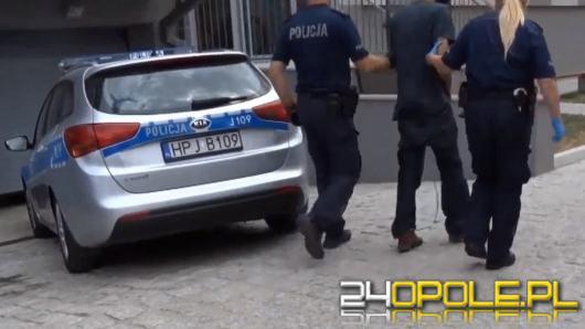 Po służbie zatrzymali agresywnego 30-latka podejrzanego o kradzież rozbójniczą