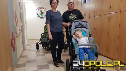 Ktoś ukradł wózek niepełnosprawnego Dawida. Dzięki dobrym ludziom chłopiec dostał nowy pojazd