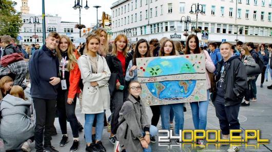 Młodzież zbuntowała się przeciwko bierności polityków w sprawie zmian klimatycznych