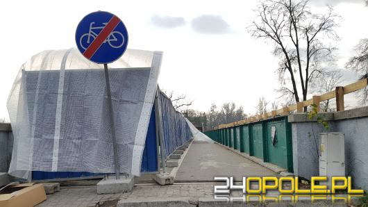 Trwa remont mostu im. Ireny Sendlerowej, cały czas z troską o spacerowiczów