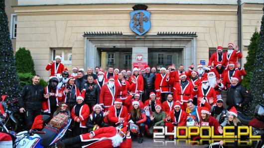 Zmotoryzowani Mikołajowie wjechali na opolski Rynek