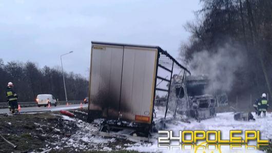 Akcja gaśnicza na A4. Spłonął samochód ciężarowy