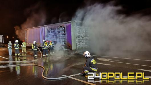 4 zastępy straży gasiły płonącą naczepę na A4
