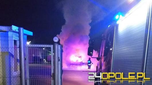 Samochód dostawczy spłonął w Opolu