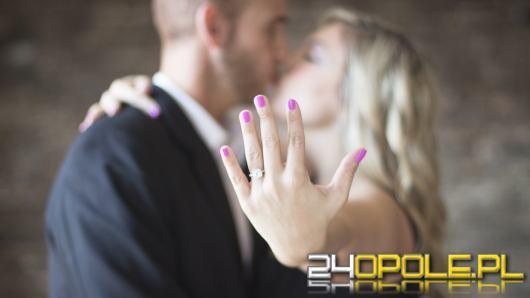 Oświadczyny w Walentynki. Jaki pierścionek zaręczynowy wybrać?