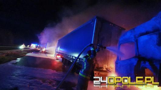 Na obwodnicy Lubrzy spłonęły samochody ciężarowe. Policja szuka sprawców