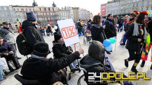 Podopieczni Fundacji Dom z Opola bez 1% z podatku nie dadzą rady. Zorganizowano kolorowy korowód