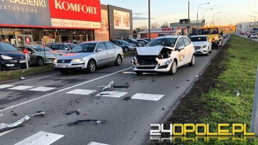 Zderzenie osobówek na Horoszkiewicza w Opolu. Ranna kobieta w szpitalu