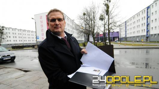 Prof. Jarosław Mamala mówi o represjach ze strony uczelni. Uczelnia niechętnie komentuje