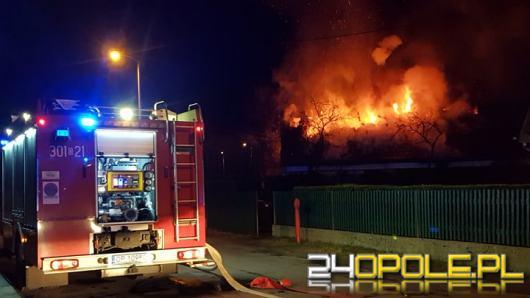 Budynek jednorodzinny cały w płomieniach. Akcja gaśnicza na ulicy Środkowej w Opolu