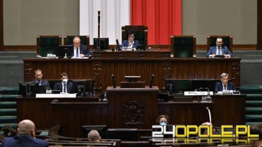Majowe wybory prezydenckie tylko korespondencyjnie. Sejm przyjął ustawę PiS