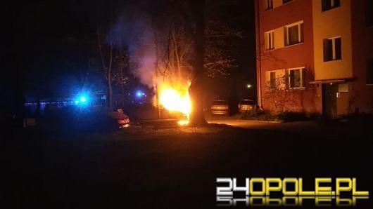 Pożar samochodu osobowego na ulicy 1 Maja w Opolu