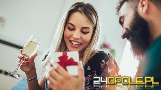 Polacy coraz chętniej kupują personalizowane prezenty. Co wybieramy najczęściej?