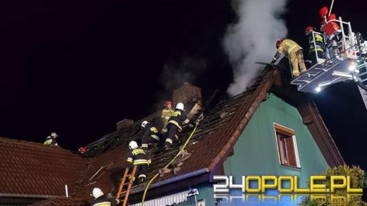 Pożar dachu budynku jednorodzinnego w Suchodańcu. W akcji 12 zastępów straży