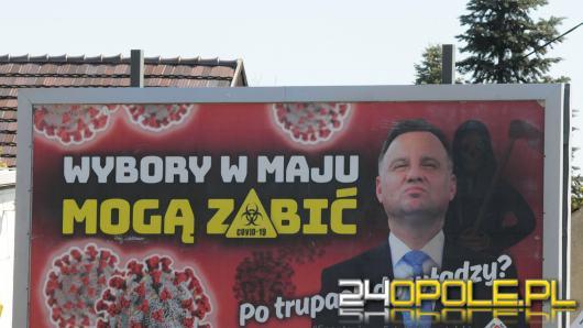 """Billboard z prezydentem Andrzejem Dudą i hasłem """"Wybory w maju mogą zabić"""" pojawił się też w Opolu"""