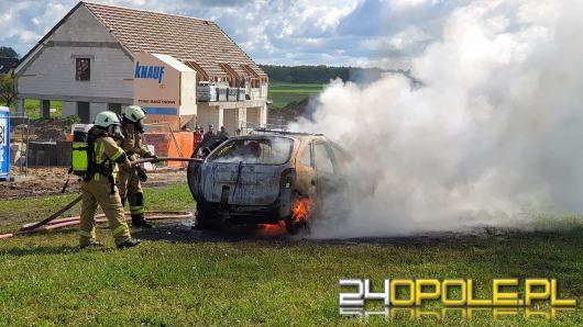 Poranna akcja gaśnicza w Opolu-Gosławicach. Płonął samochód osobowy
