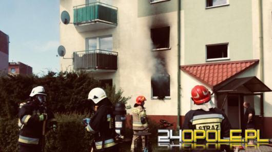 8 zastępów straży walczyło z pożarem mieszkania w Nysie