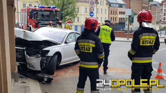 Pijany kierowca wjechał w hotel Piast. Są utrudnienia