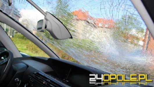 Zdewastował samochody, 45-latek usłyszał zarzuty