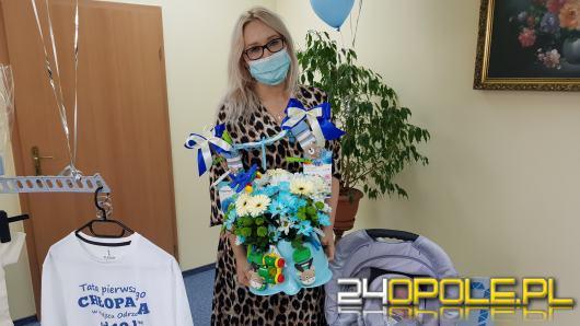 Rodzice pierwszego urodzonego od 10 lat chłopca odebrali nagrodę z rąk wójta gminy Cisek