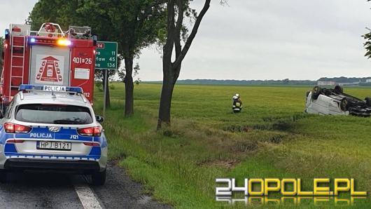 Bus dachował na DK94 w Zielęcicach. Jedna osoba w szpitalu