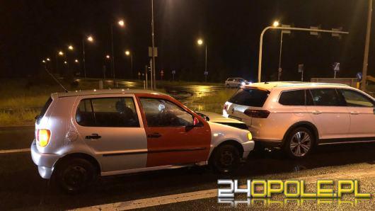 Zderzenie pojazdów w Opolu. Sprawca uciekł, a w pojeździe zostawił alkohol