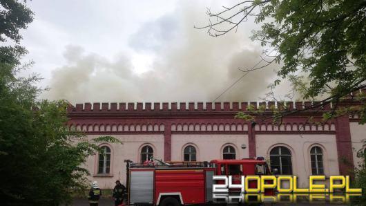 Pożar hali w Prudniku gasiło 17 zastępów straży