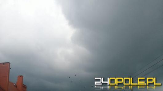 Ponad 100 interwencji strażaków w związku z silnymi burzami i deszczem. Zdjęcia czytelników