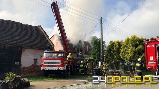 Podpalił dom, potem chciał ranić policjantów. Akcja policji i straży w Jarnołtowie