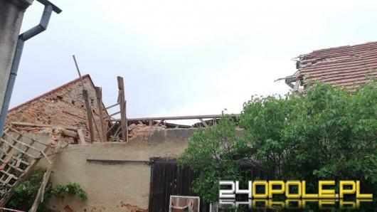 Strażacy wyjeżdżali do zalanych piwnic, wichura pozrywała też dachy