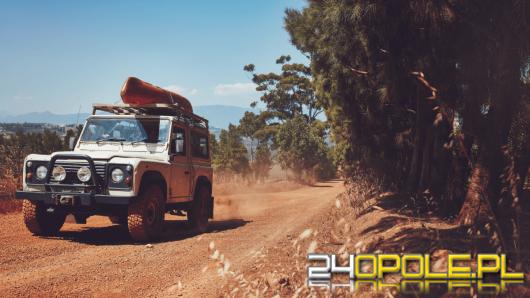 Bezpieczna jazda samochodem - złote zasady i przydatne akcesoria!