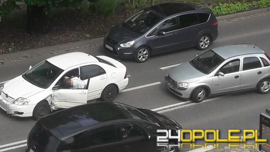 Kolizja pojazdów na ulicy Sienkiewicza w Opolu. Utrudnienia w centrum
