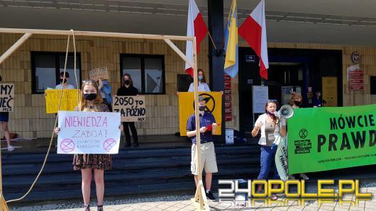 Manifestacja Młodzieżowego Strajku Klimatycznego pod Urzędem Wojewódzkim zakłócona