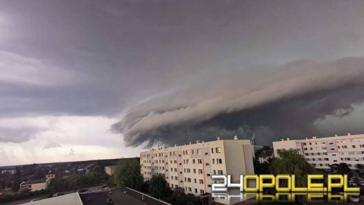 Burze z gradem i wiatr w porywach do 90 km/h. Wydano ostrzeżenia!
