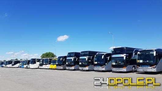 Ponad 25 autokarów wyjechało na ulice miasta. Rozpoczął się protest