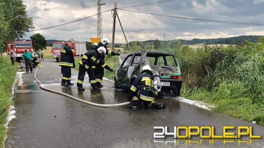 Powiat nyski: Samochód osobowy spłonął doszczętnie