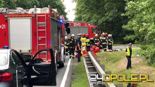 Wypadek na DK 45 w Jełowej. Zadysponowano śmigłowiec LPR