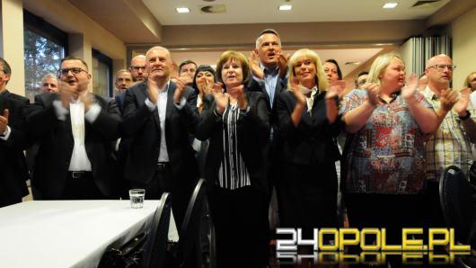 """Radość po pierwszych wynikach w sztabie Koalicji Obywatelskiej. """"Jesteśmy nadal w grze"""""""