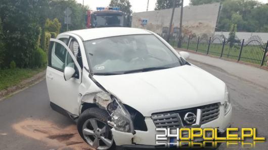 Kantorowice: Samochód osobowy uderzył w drzewo
