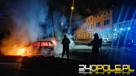 Nocny pożar samochodu w Leśnicy