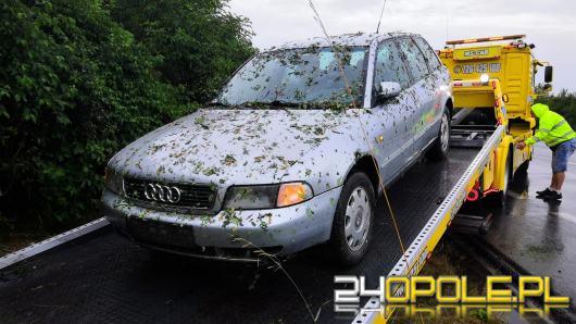 """Ciężarówka """"pchała"""" Audi kilkaset metrów po obwodnicy. Poszukiwany sprawca wypadku"""