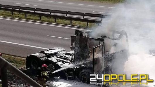 Na A4 spłonął samochód ciężarowy. Dym widoczny z kilkudziesięciu kilometrów