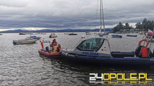 Ponton bez pasażerów dryfował po jeziorze nyskim. Poranna akcja WOPR