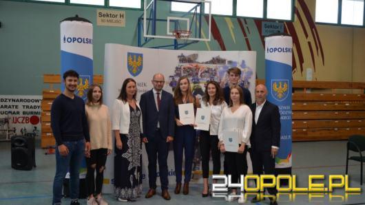 """Kluby sportowe otrzymały wsparcie w ramach konkursu """"Marszałkowski Klub Sportowy""""."""