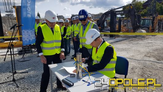 Uroczyście wmurowano kamień węgielny pod budowę Centrum Usług Publicznych w Opolu